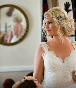 English Rose Makeup Artistry specializes in romantic makeup looks including bridal makeup.